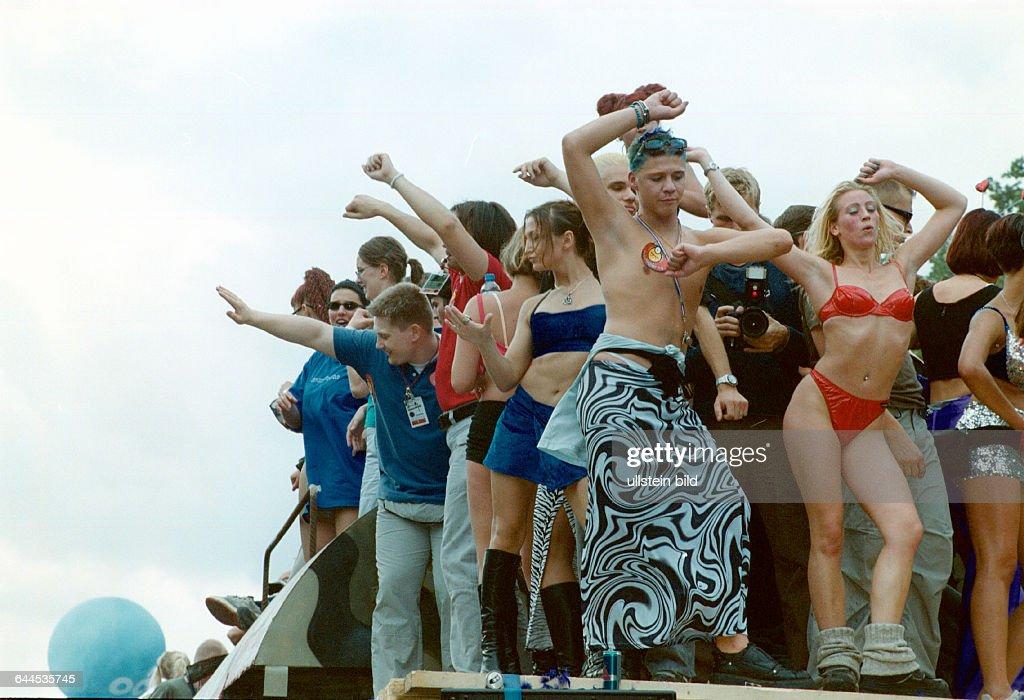 Nackt frau bild love parade foto 368
