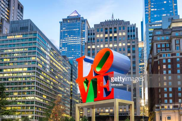 love sculpture in downtown philadelphia usa - philadelphia pennsylvania stock pictures, royalty-free photos & images