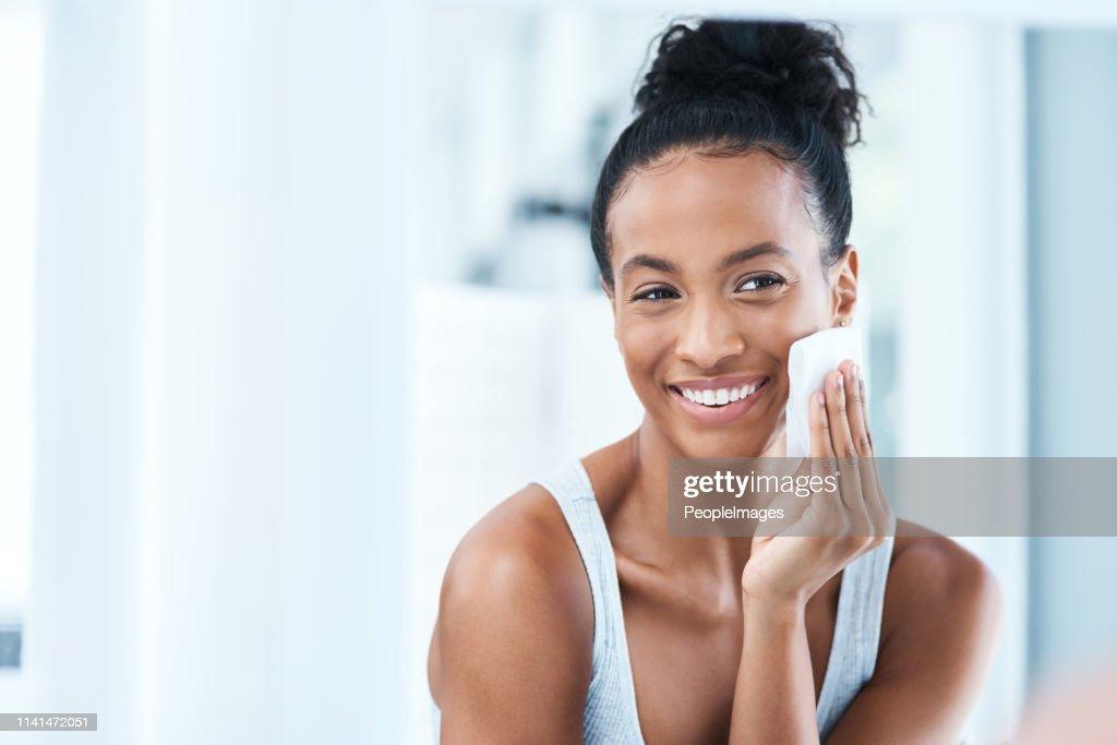 I love taking care of my skin : Stock Photo