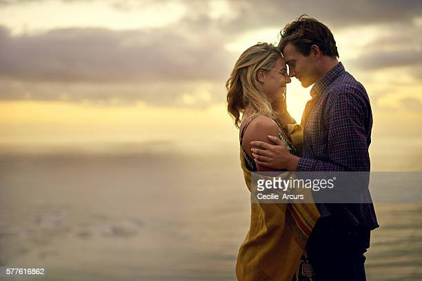 love that speaks to the soul - heterosexual couple imagens e fotografias de stock