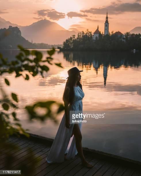 j'adore cet endroit - slovénie photos et images de collection