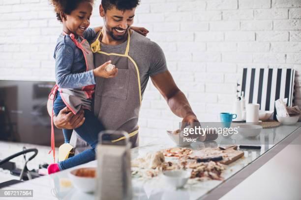 amo pasar tiempo con mi ángel - black cook fotografías e imágenes de stock