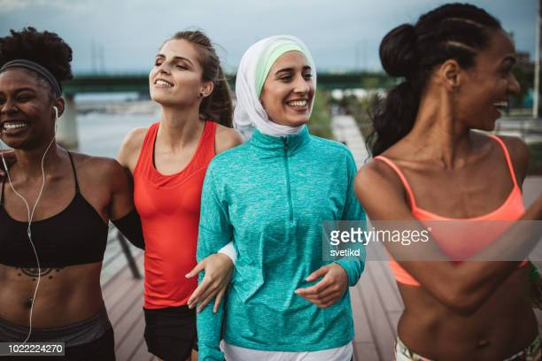 love to workout together - hijab stock pictures, royalty-free photos & images