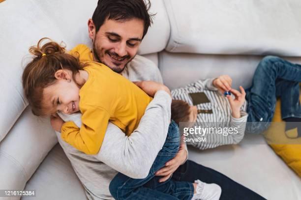 liebe dich papa! - genderblend stock-fotos und bilder