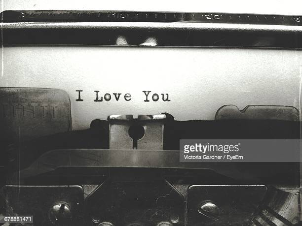 i love you text on typewriter paper - i love you photos et images de collection