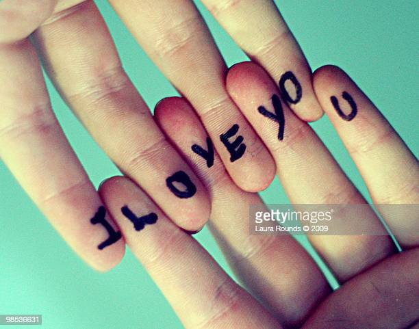 i love you written on hands - i love you photos et images de collection
