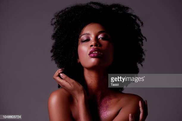 s'aimer soi-même et d'autres vont aime trop - coiffure afro photos et images de collection