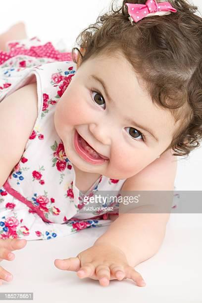 Adorable niña bebé sonriente
