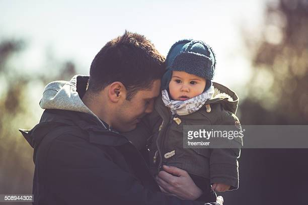 Adorable petit garçon et le père