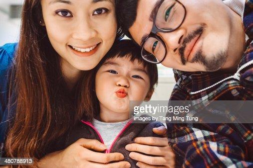 A lovely & joyful family portriat