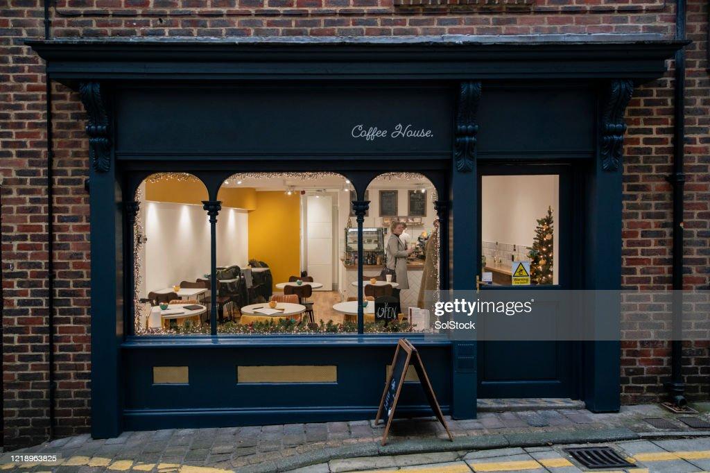 Encantadora pequeña cafetería independiente : Foto de stock
