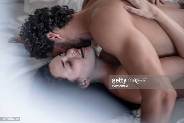 lovers in bed - erotiek stockfoto's en -beelden