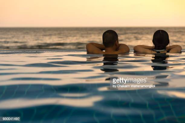 lovers in the pool by the sea. - chanthaburi sea stock pictures, royalty-free photos & images