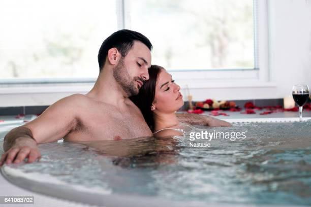 Liebespaar im Whirlpool