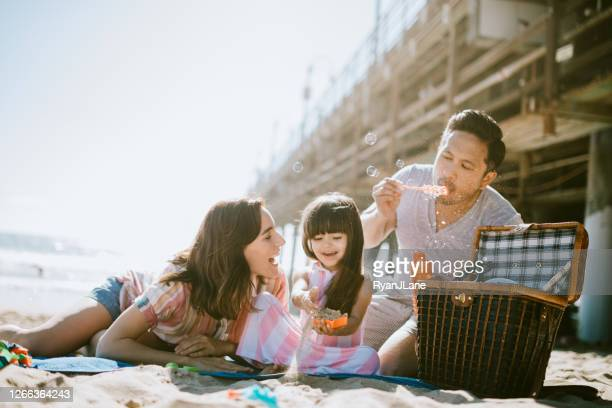 loving family enjoying sun at los angeles beach - santa monica pier stock pictures, royalty-free photos & images