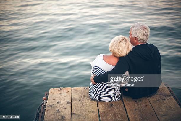 Amoroso Casal Idoso desfrutar da vista