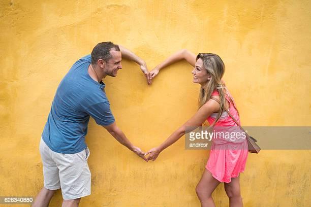 loving tourists in cartagena - braço humano - fotografias e filmes do acervo