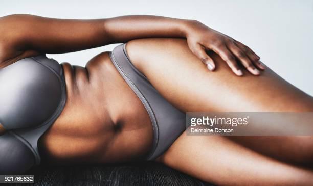 あなたの体を愛することは、最大の革命 - human body part ストックフォトと画像