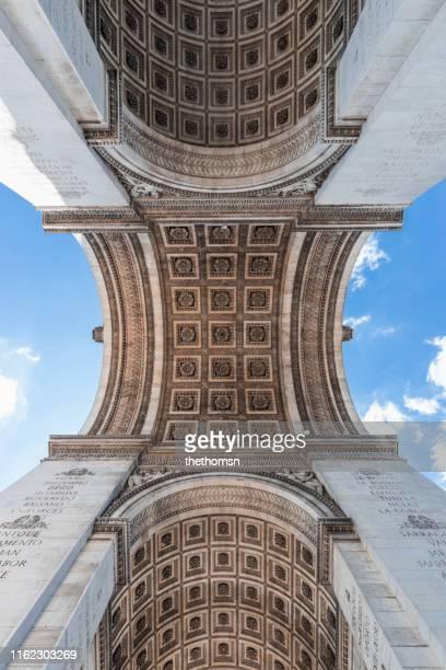 low angle image of arc de triomphe de l'étoile, paris, france - arc de triomphe photos et images de collection