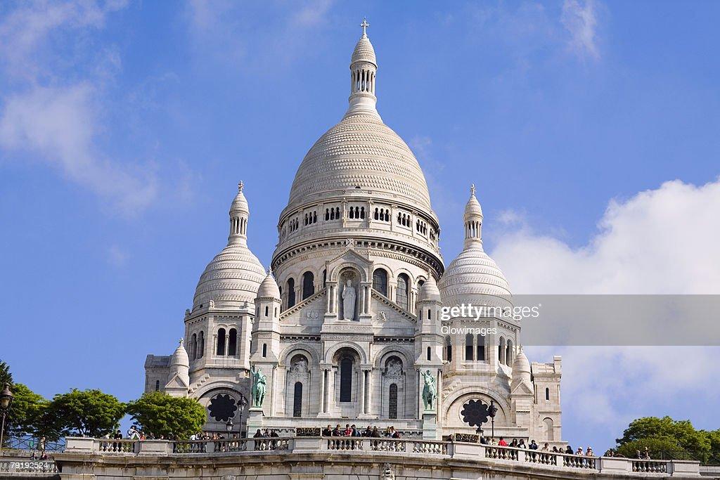 Low angle view of a basilica, Basilique of the Sacre Coeur, Montmartre, Paris, France : Foto de stock