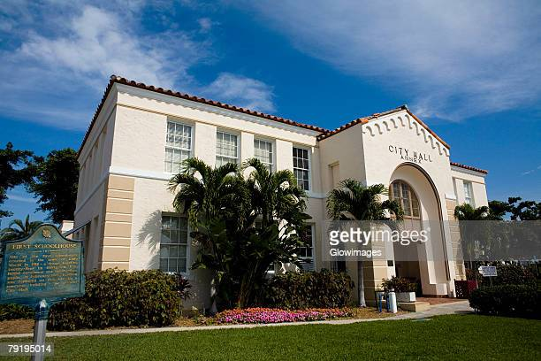 low angle view of a city hall, city hall annex, lake worth, florida, usa - town hall government building stock pictures, royalty-free photos & images