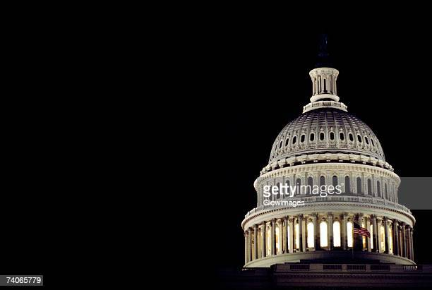 low angle view of a dome, capitol building, washington dc, usa - capitólio capitol hill - fotografias e filmes do acervo