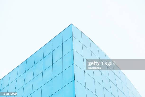 low angle view of a modern building - low angle view photos et images de collection