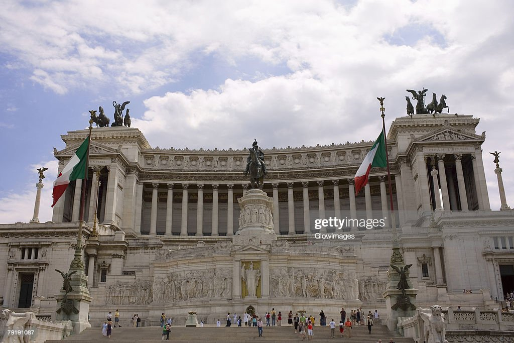 Low angle view of a monument, Vittorio Emanuele Monument, Piazza Venezia, Rome, Italy : Foto de stock