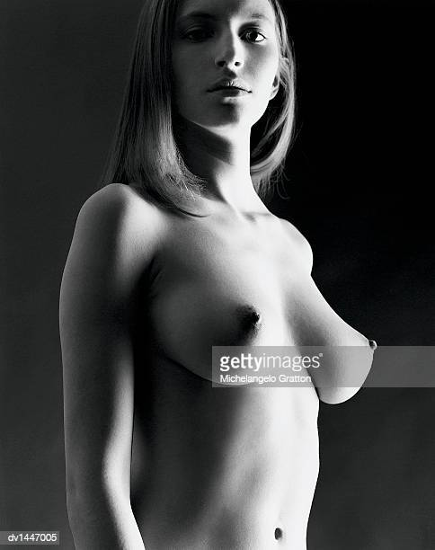 low angle view of a naked woman - silueta mujer desnuda fotografías e imágenes de stock