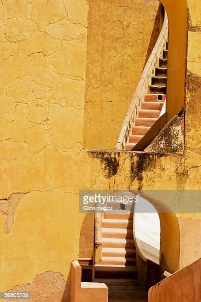 low angle view of a staircase, jantar mantar, jaipur, rajasthan, india - ジャンタルマンタル ストックフォトと画像