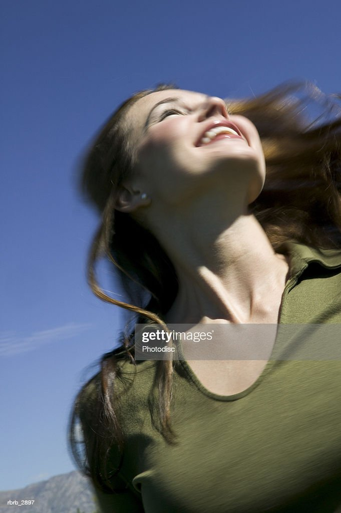 Low angle view of a young woman looking up smiling : Foto de stock