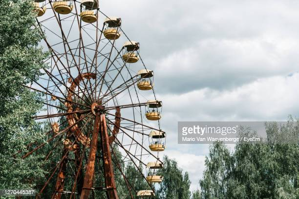 low angle view of abandoned ferris wheel against sky near chernobyl - chernobyl stock pictures, royalty-free photos & images