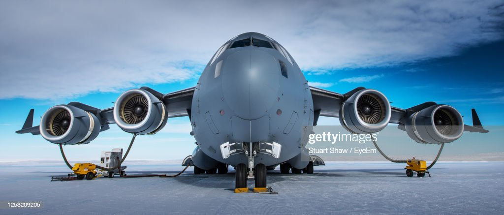 Low Angle View Of Airplane On Airport Runway Against Sky : ストックフォト