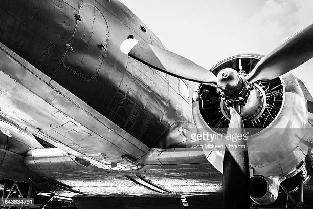 low angle view of airplane propeller - propeller stock pictures, royalty-free photos & images