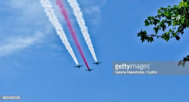 low angle view of airshow against blue sky - low flying aircraft stock pictures, royalty-free photos & images