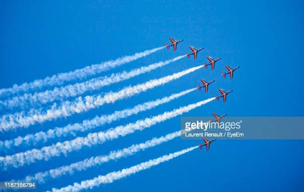 low angle view of airshow against sky - 航空ショー ストックフォトと画像