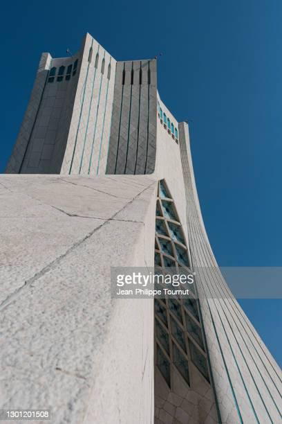 low angle view of azadi tower, freedom monument in tehran, iran - porta cittadina foto e immagini stock
