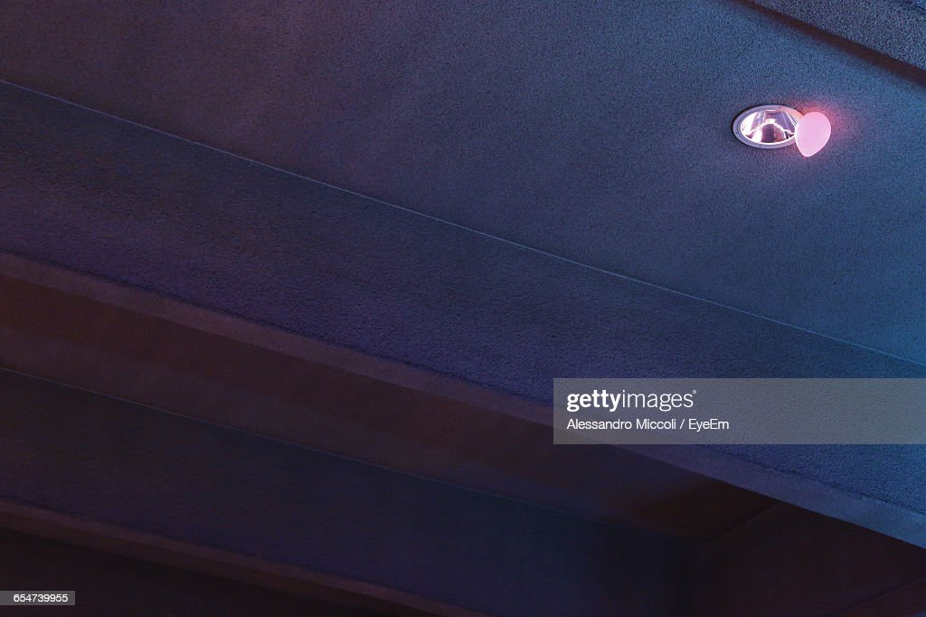 Low Angle View Of Balloons Below Light Fixture On Ceiling : Stock-Foto
