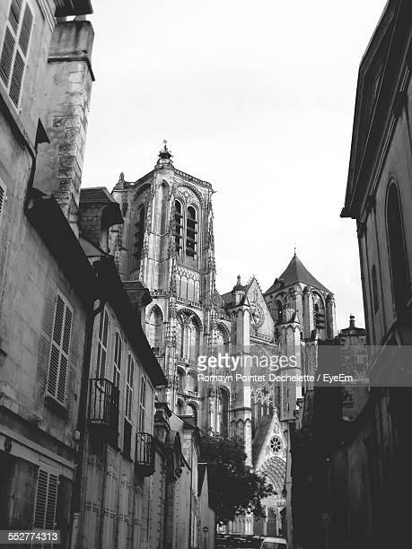 low angle view of bourges cathedral against clear sky - bourges imagens e fotografias de stock