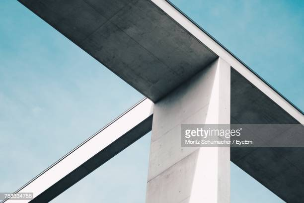 low angle view of bridge against sky - architektonisches detail stock-fotos und bilder