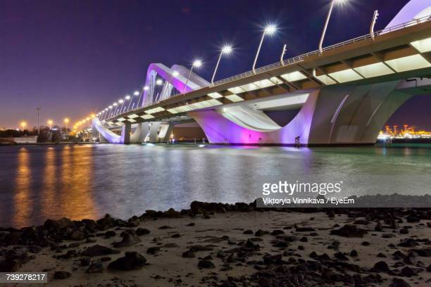 low angle view of bridge at night - abu dhabi fotografías e imágenes de stock