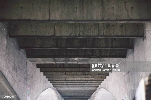 low angle view of bridge - bortes stock-fotos und bilder