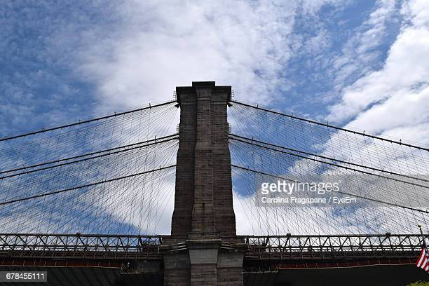 low angle view of brooklyn bridge against sky - carolina fragapane stock pictures, royalty-free photos & images