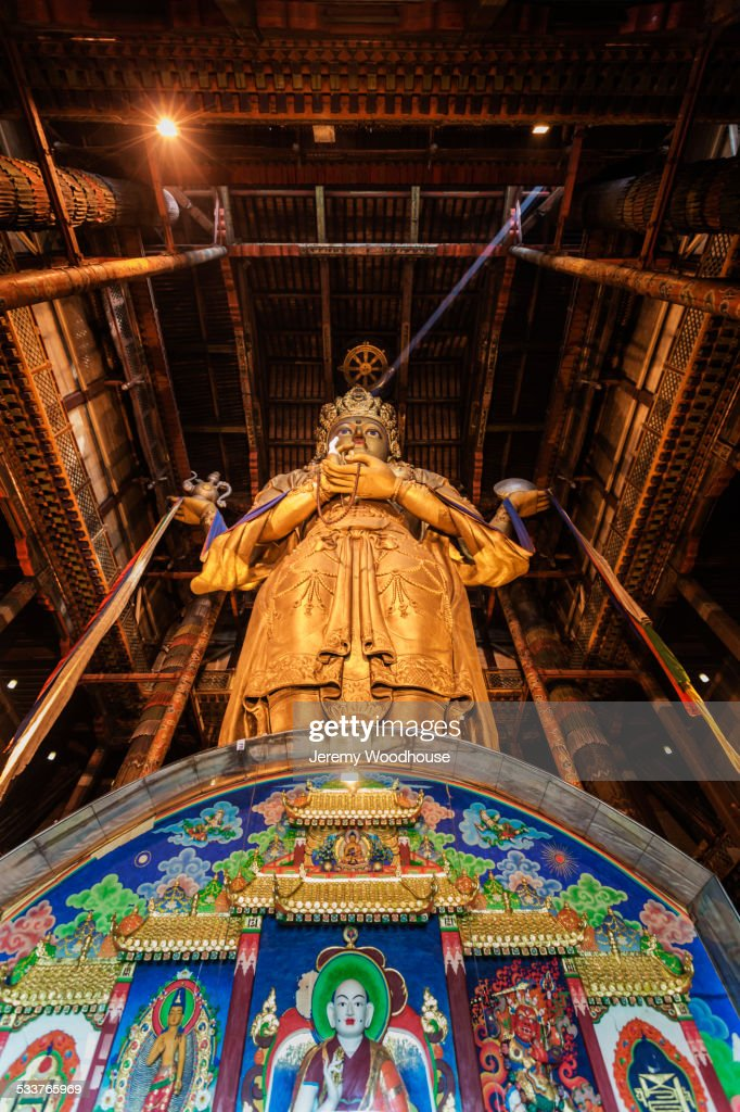 Low angle view of Buddhist shrine in temple, Ulaanbaatar, Mongolia : Foto stock
