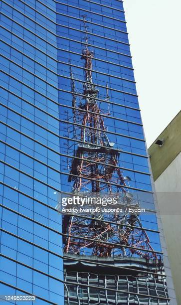 low angle view of building against blue sky - japonês stock pictures, royalty-free photos & images