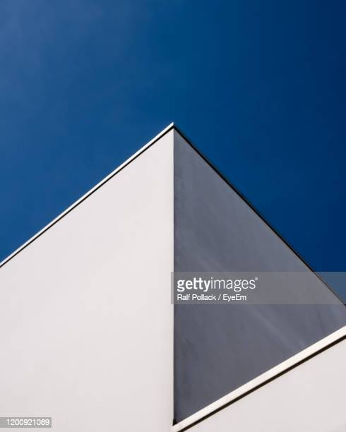 low angle view of building against clear blue sky - low angle view photos et images de collection