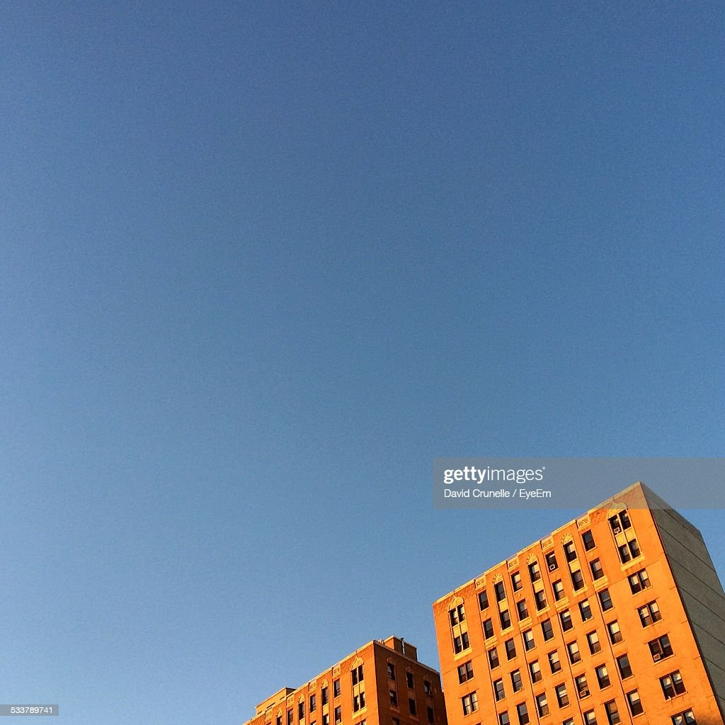 Low Angle View Of Building Against Clear Sky : Foto stock