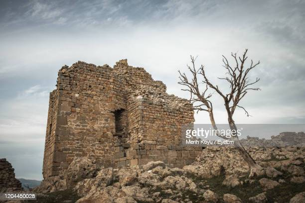 low angle view of building against sky parmemon - bergama stock pictures, royalty-free photos & images
