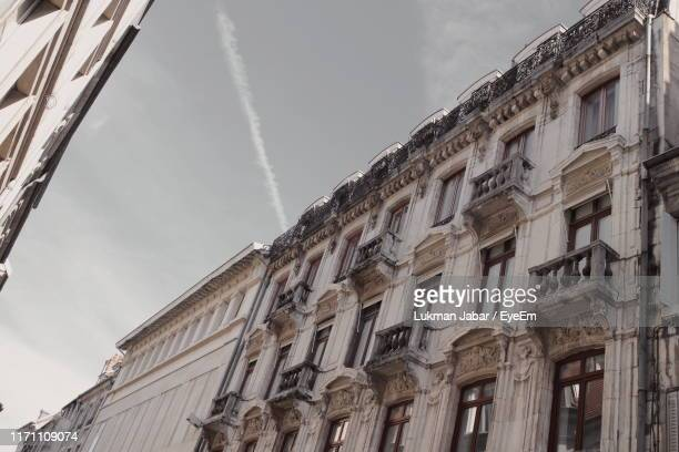 low angle view of building against sky - ブザンソン ストックフォトと画像