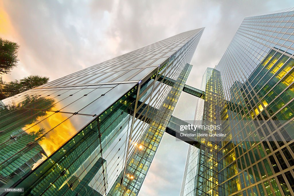 Low angle view of building : Stock-Foto